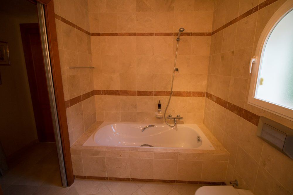 07. Master Bathroom